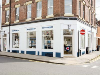 Why should Landlords choose Martin & Co Hinckley to find them a tenant?